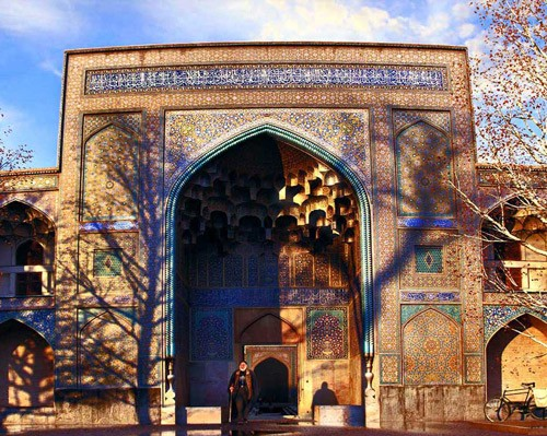 Iran-Trip to Iran-trip-traveling to Iran-tourism-tourism attractions-Iran attractions-Iran destinations-Isfahan-Islamic schools-old schools-chahar baq school-islamic architecture